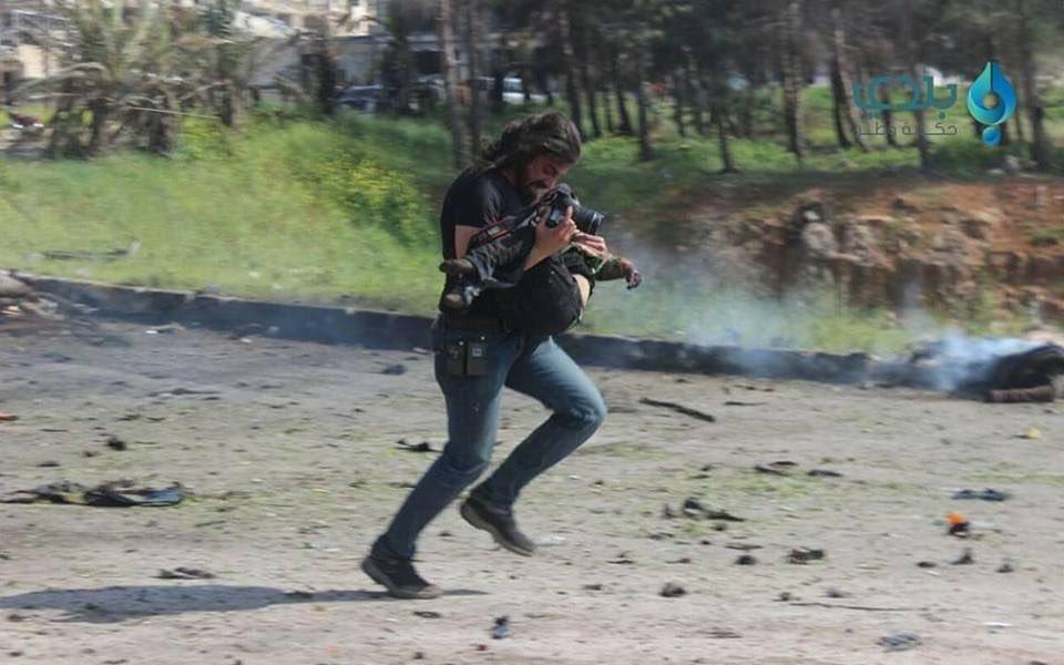 Fotógrafo rompió en llanto al no poder salvar a niño — Siria