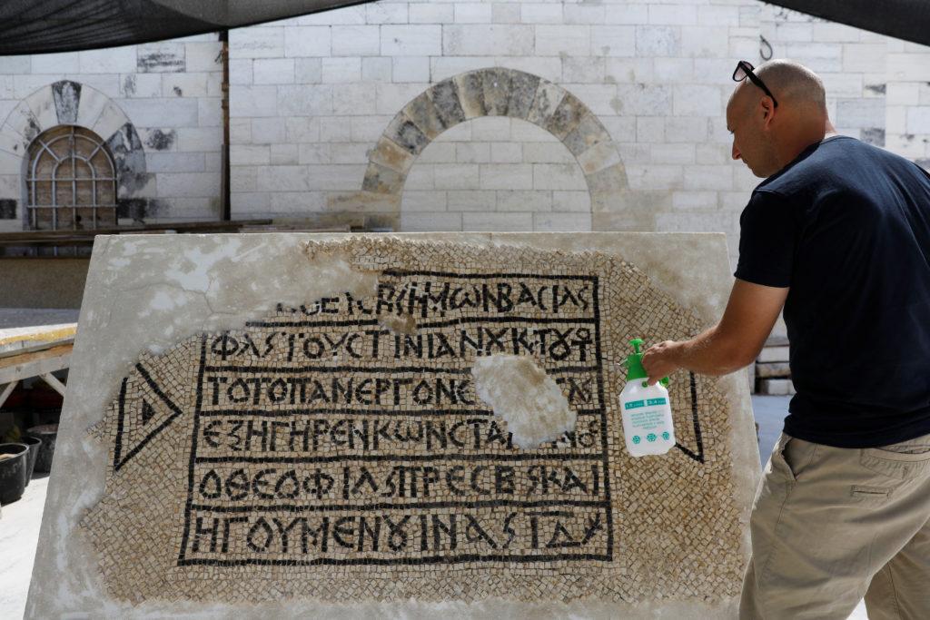 Mosaico con inscripción griega de 1500 años es descubierto en Jerusalén