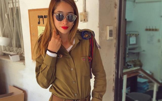 Armas de mujer: una soldado israelí conquista Instagram