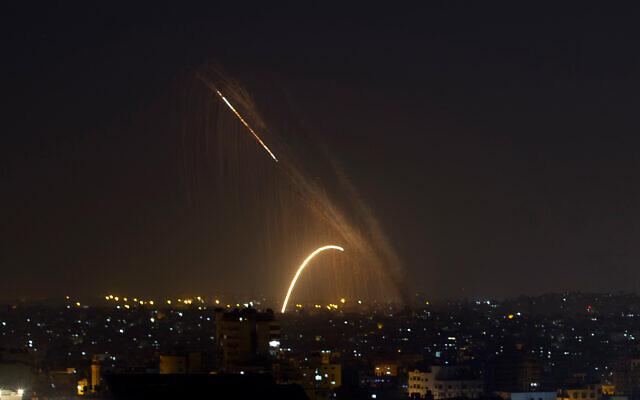 Nuevos bombardeos de Israel a Gaza en respuesta a cohetes palestinos