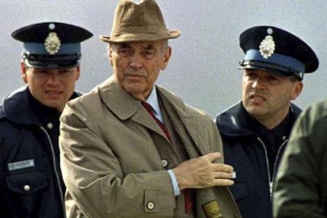 El oficial nazi Erich Priebke justifica sus crímenes en un vídeo póstumo.