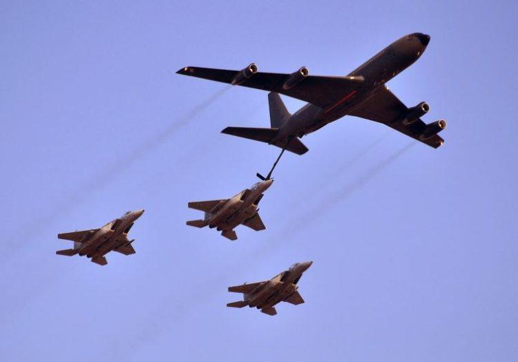 Aviones cisterna israelíes escoltan aviones de combate jordanos ...