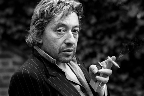 PARIS, FRANCE - APRIL 18. French singer Serge Gainsbourg poses during portrait session held on April 18, 1980 in Paris, France. (Photo by Ulf Andersen/Getty Images) *** Local Caption *** Serge Gainsbourg