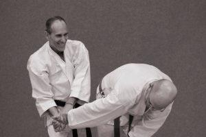 Avi Strauch aplicando una técnica de Aikido en su grupo de Defensa Personal en Pardes-Hana- Karkur, Israel.