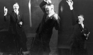 Salen a la luz las fotos prohibidas de Hitler