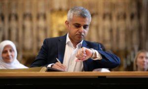 Alcalde musulmán de Londres firma compromiso de lucha contra el antisemitismo