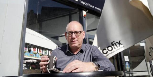 Este israelí compite con Starbucks con cafés a 1 dólar