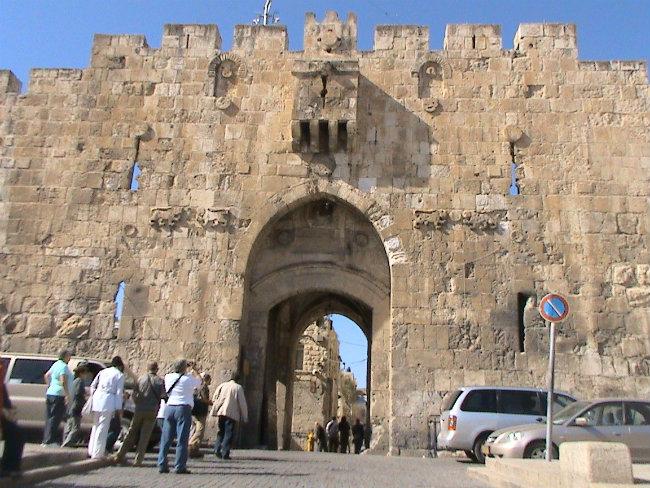 Policía atacado con un destornillador, herido leve en ataque en Jerusalem