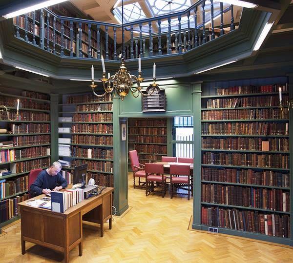 Etz Jaim, la biblioteca judía más antigua del mundo que aún abre sus puertas al público