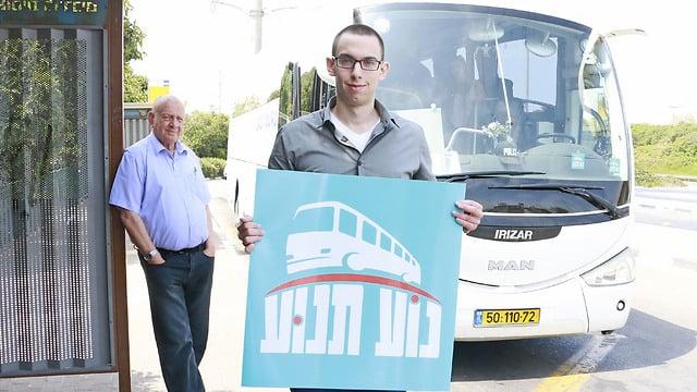 Cooperativa israelí desafía la prohibición del transporte público en shabat