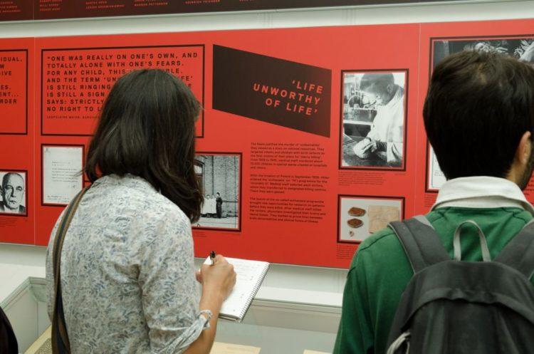 Exposición británica sobre la experimentación médica nazi busca recuperar la dignidad de las víctimas