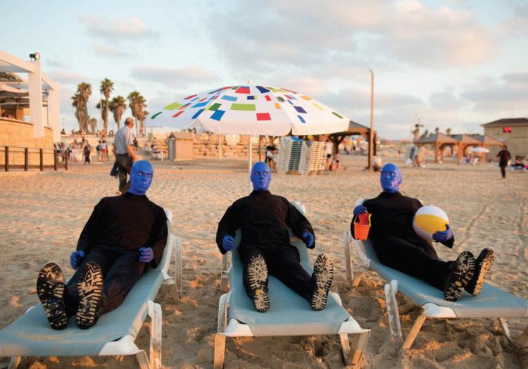 Los hombres azules en el país de la bandera blanquiazul