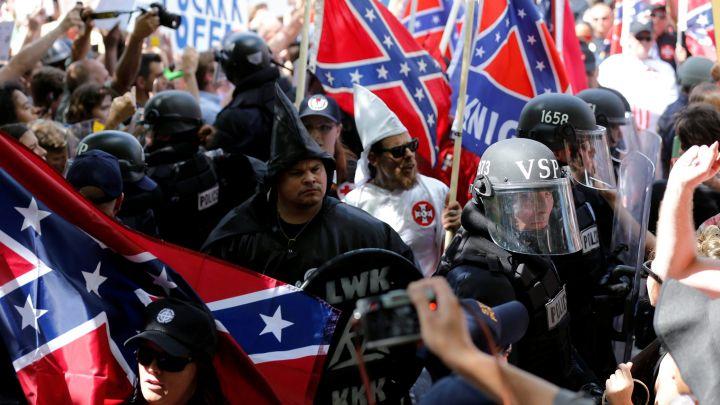 Charlottesville, Virginia: Rabinos y estudiantes del rabinato enfrentan a nacionalistas blancos