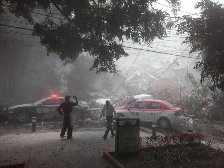 Sismo de 7.1 golpea a la ciudad de México, múltiples edificios colapsados