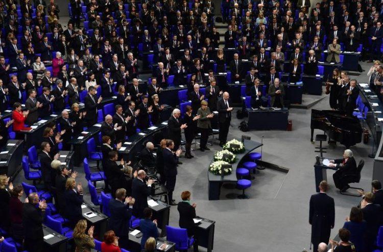 Con la extrema derecha en su parlamento, Alemania conmemora el Holocausto