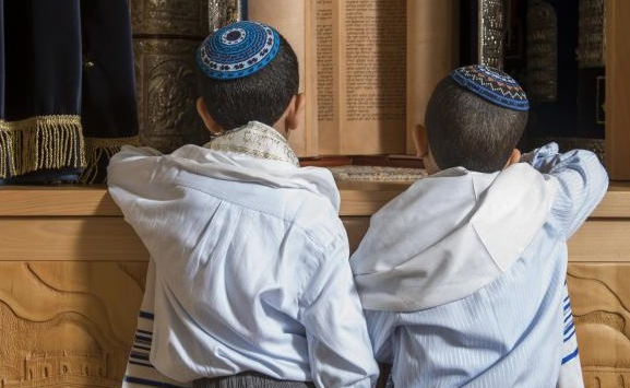 Atacan a golpes a niño judío de 8 años en Francia