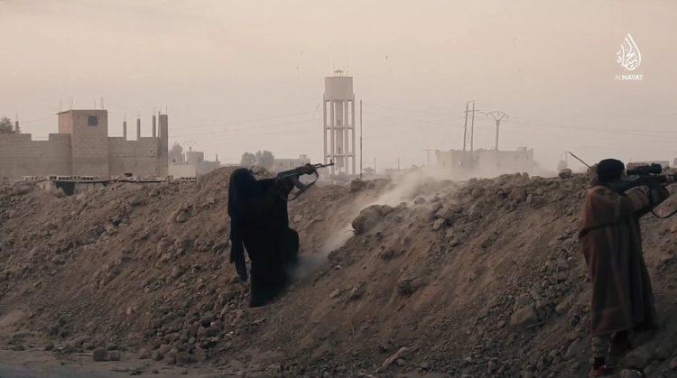 Muestra ISIS por primera vez a mujeres yihadistas en combate