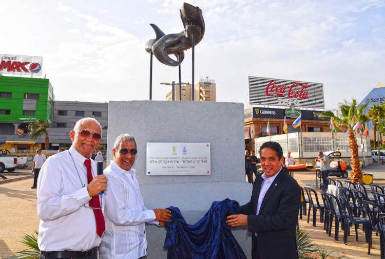 Agradece Eilat al escultor judío mexicano José Sacal por obra donada