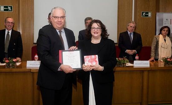 La Dra. Alicia Hamui fue galardonada por la Fundación Lily-UCM