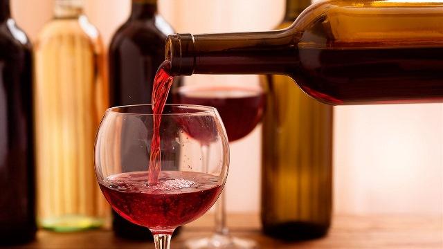 El Seder: Cómo beber 4 copas de vino y no embriagarse
