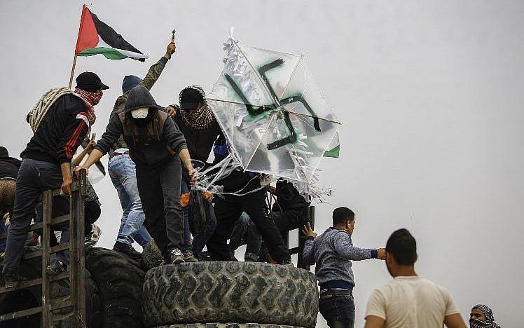 Esvásticas hacen volar bombas molotov en protestas violentas en Gaza; al menos 4 muertos y más de 600 heridos