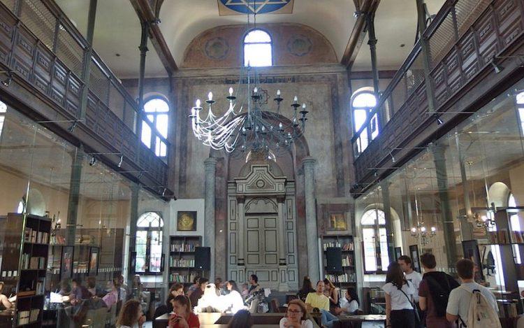 Las sinagogas se convierten en clubes nocturnos en Europa del Este, provocando ira por la profanación