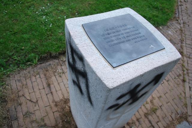Vandalizan monumentos del Holocausto en Francia y Holanda