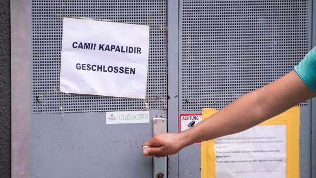 Austria cierra siete mezquitas «extremistas» financiadas desde Turquía