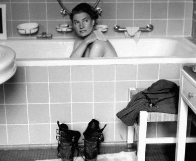 Lee Miller: de la belleza de Vogue al espanto de Dachau y la bañera de Hitler.