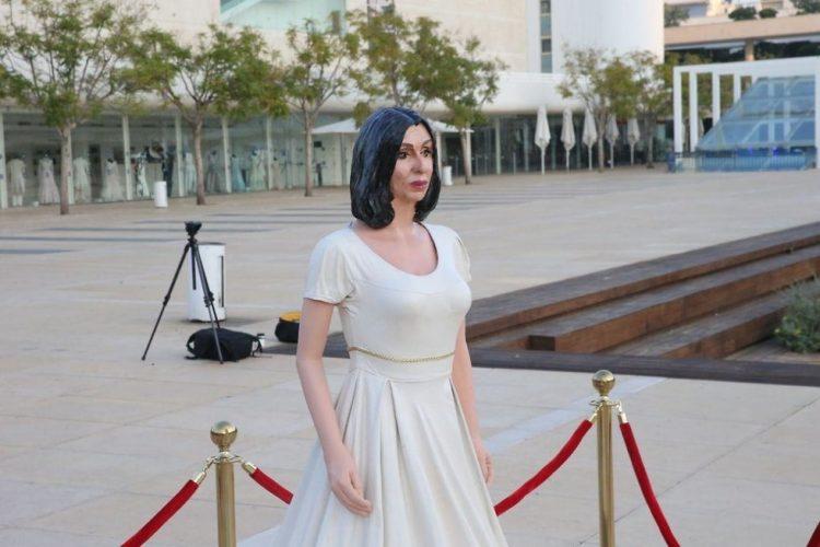 Colocan escultura de ministra israelí en la Plaza Habima de Tel Aviv