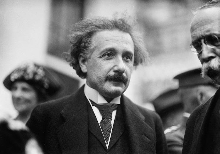 """La """"carta de Dios"""" de Einstein se vende por casi 3 millones de dólares"""