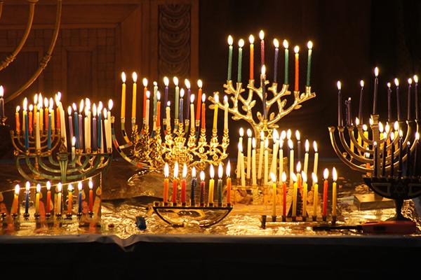 ¿Cómo, cuándo y dónde encender las velas de Janucá?