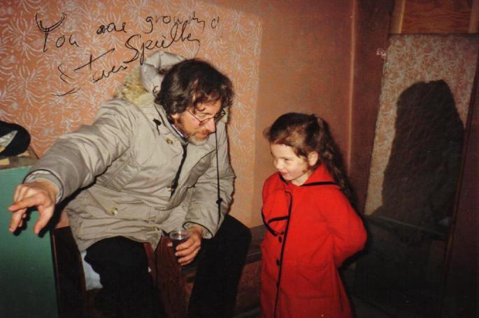 ¿Te acuerdas de la niña de rojo de La lista de Schindler? Pues tiene 29 años
