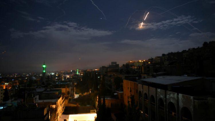 Monitor: 12 soldados iranianos mortos pelo ataque israelense na Síria
