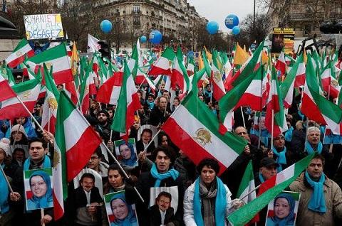 Los 40 años de oscuridad de Irán