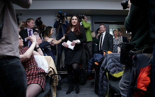 """Diputado británico dice que el Partido Laborista es """"institucionalmente antisemita"""" mientras 7 legisladores dejan el partido"""