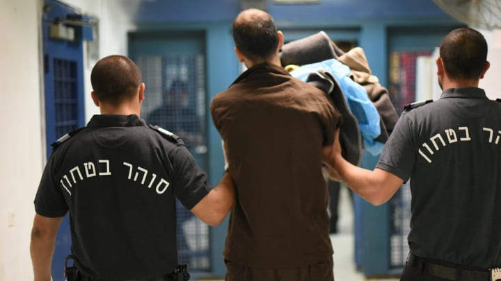 Prisioneros de Hamás apuñalan a dos guardias israelíes en medio de crecientes tensiones