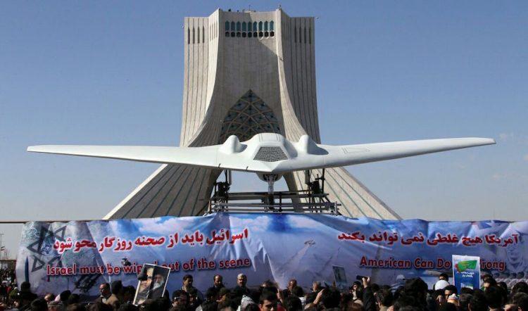 Irán prueba sus drones en ejercicio militar a gran escala