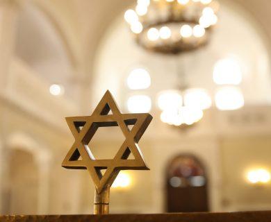 Notre Dame será restaurada, la mayoría de los sitios judíos europeos no