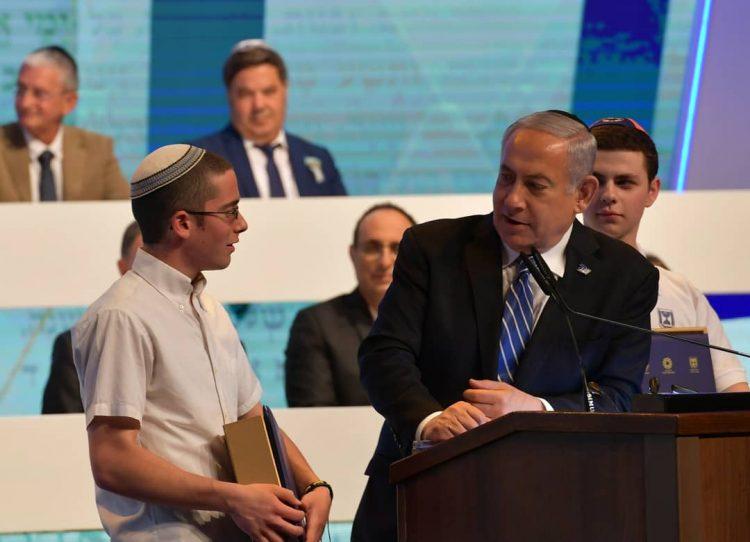 Israel llevará una Biblia impresa a la Luna, promete Netanyahu