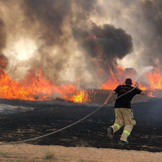 Israel considera ayuda extranjera para sofocar ola de incendios en el país