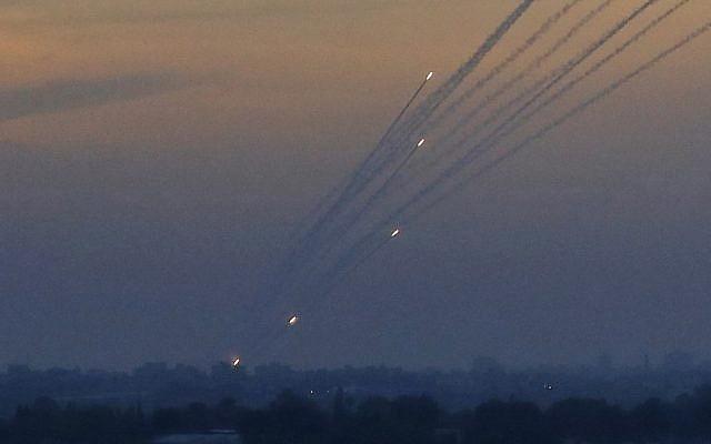 FDI interceptan cohete sobre el sur de Israel tras día de ataques con globos incendiarios desde Gaza