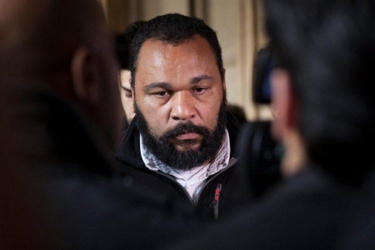Sentencian a 2 años de cárcel a comediante antisemita francés