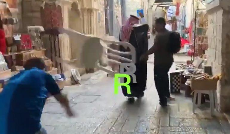 Palestinos atacan en Jerusalén a joven saudí que dice amar a Israel