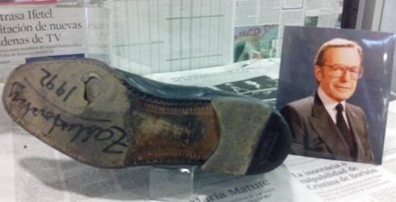 Así quedaron los zapatos de Jacobo Zabludovsky después de reportar el terremoto del '85