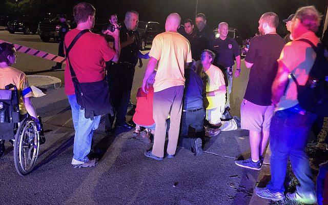Camioneta atropella manifestantes judíos en centro de detención en Rhode Island